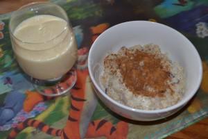 Snídaně - Skořicová kaše s rozinkami a mlékem