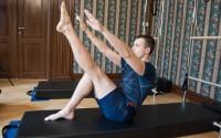 Petr Šálek při cvičení Pilates