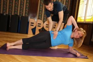 Pilates provedení bočního vzporu